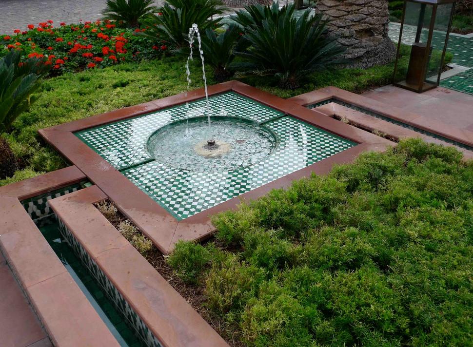 Gartenbrunnen modernes design