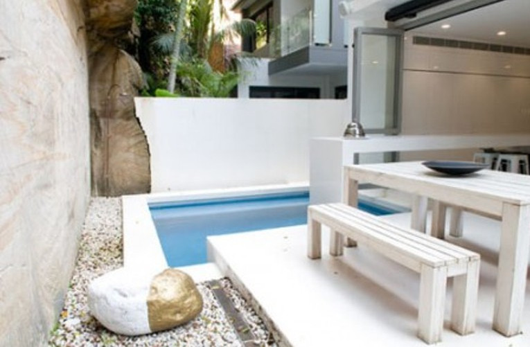 Modern Pool Furniture