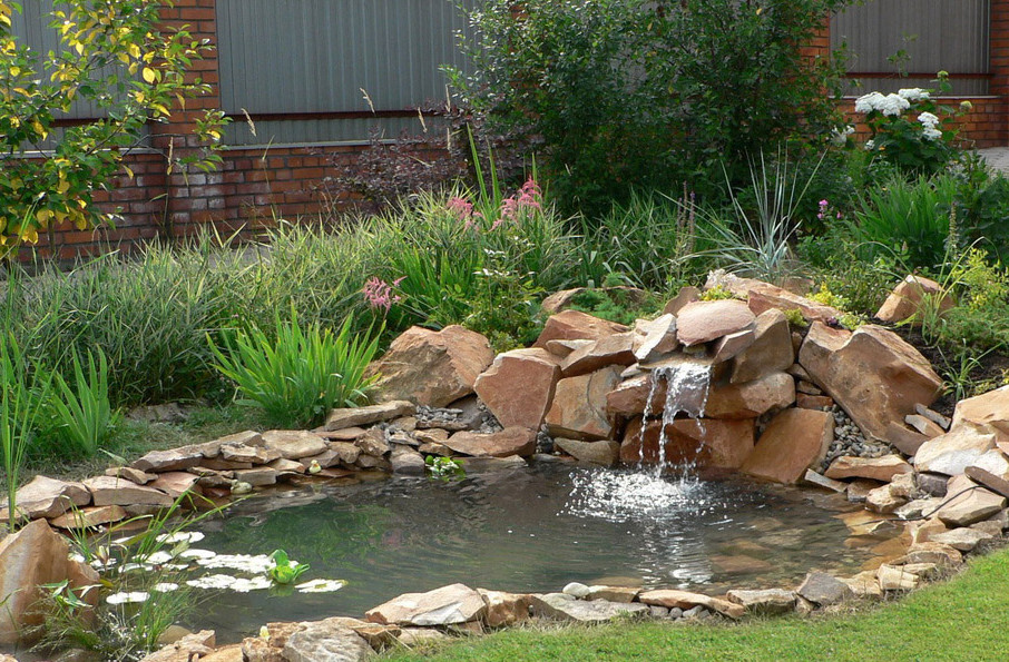 Pictures of small garden ponds and waterfalls pool for Small pond house plans