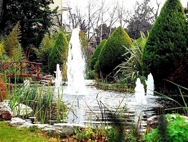 Pond Features and Fountains