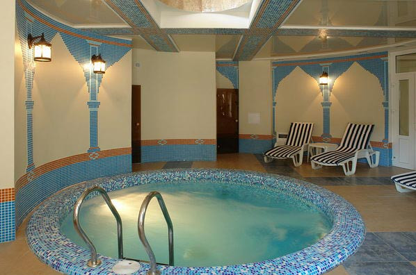 Small indoor pools for homes pool design ideas for Small indoor pool ideas