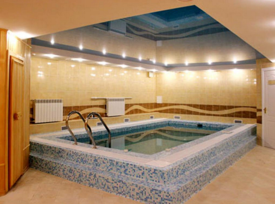 Small indoor swimming pools uk pool design ideas for Small indoor pool ideas