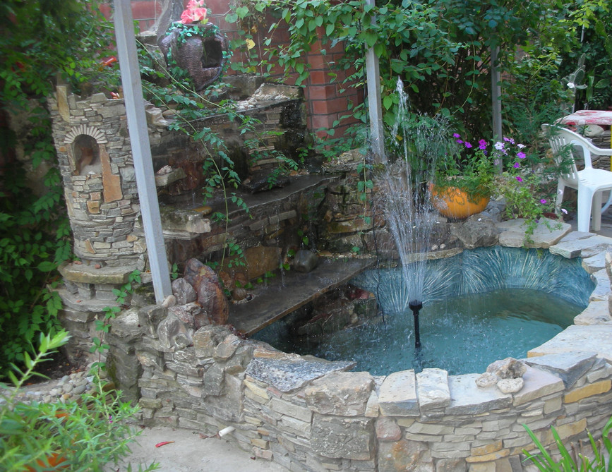 Backyard fountain designs pool design ideas for Garden pool fountains