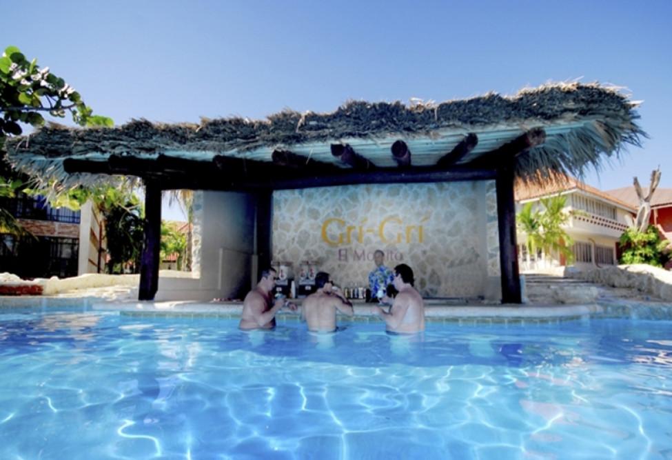 Backyard Pool Bar Ideas | Pool Design Ideas on Backyard Pool Bar Designs id=54137