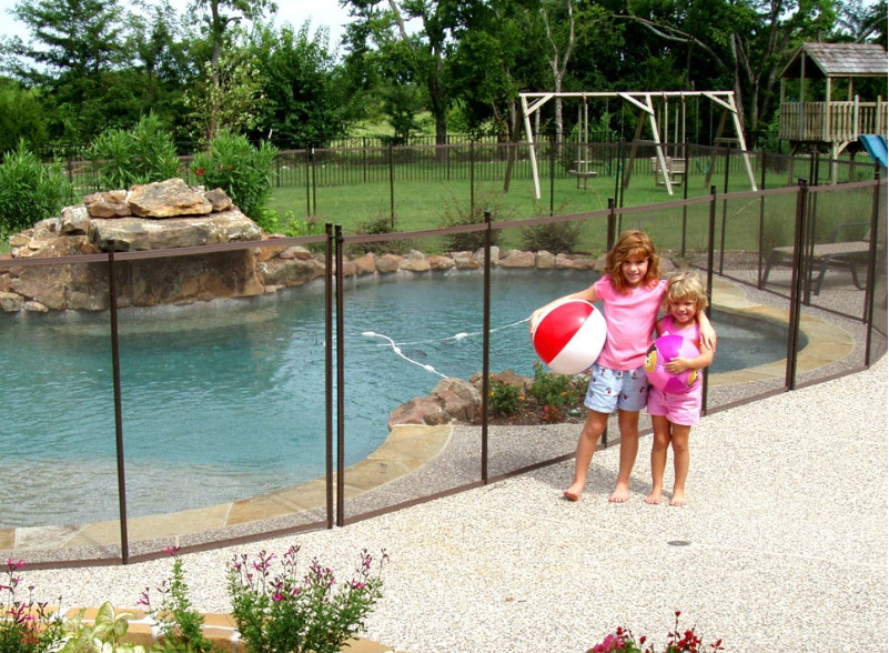 Fences Around Swimming Pools