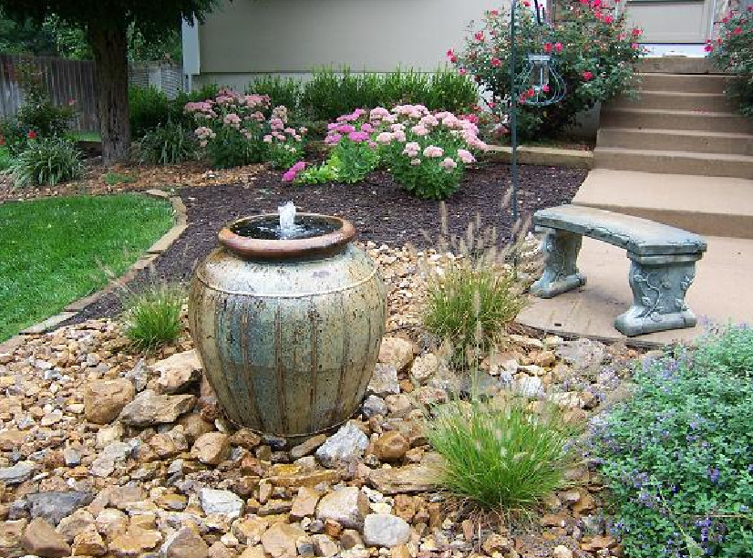 Garden fountain diy pool design ideas for Backyard water fountain ideas