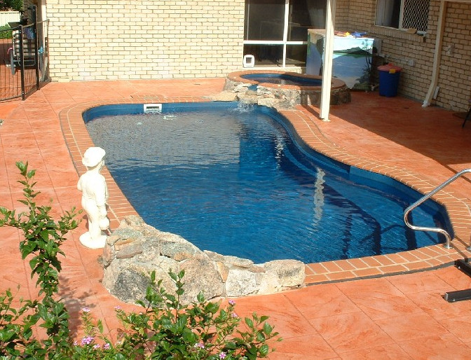 Inground pools small yards pool design ideas for Small pools for small yards