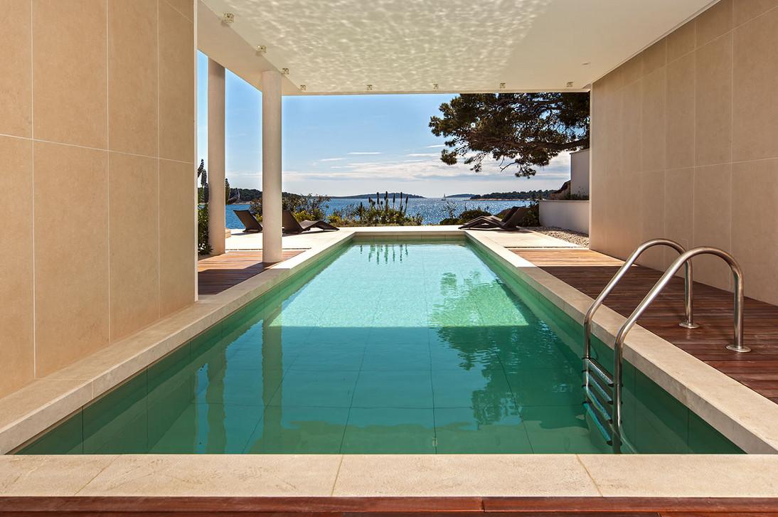 Luxury Outdoor Pool Design
