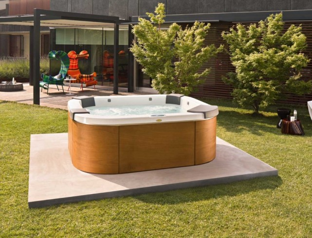 Outdoor Hot Tubs and Spas