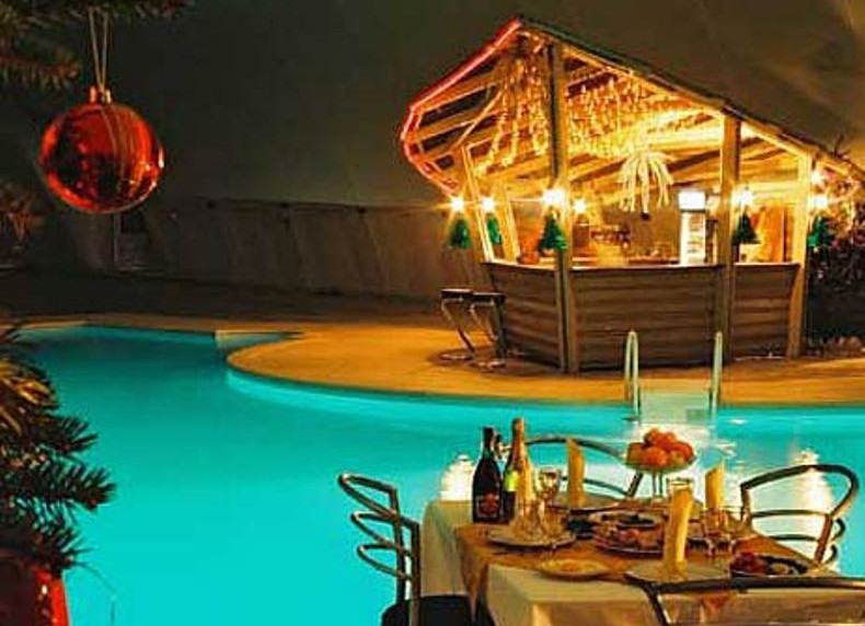 Outdoor Pool Bar Designs