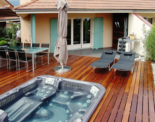 Outdoor Spas and Hot Tubs