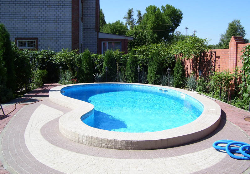 Pool Ideas for a Small Backyard