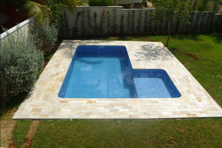 Pool ideas for small yards pool design ideas for Small pools for small yards