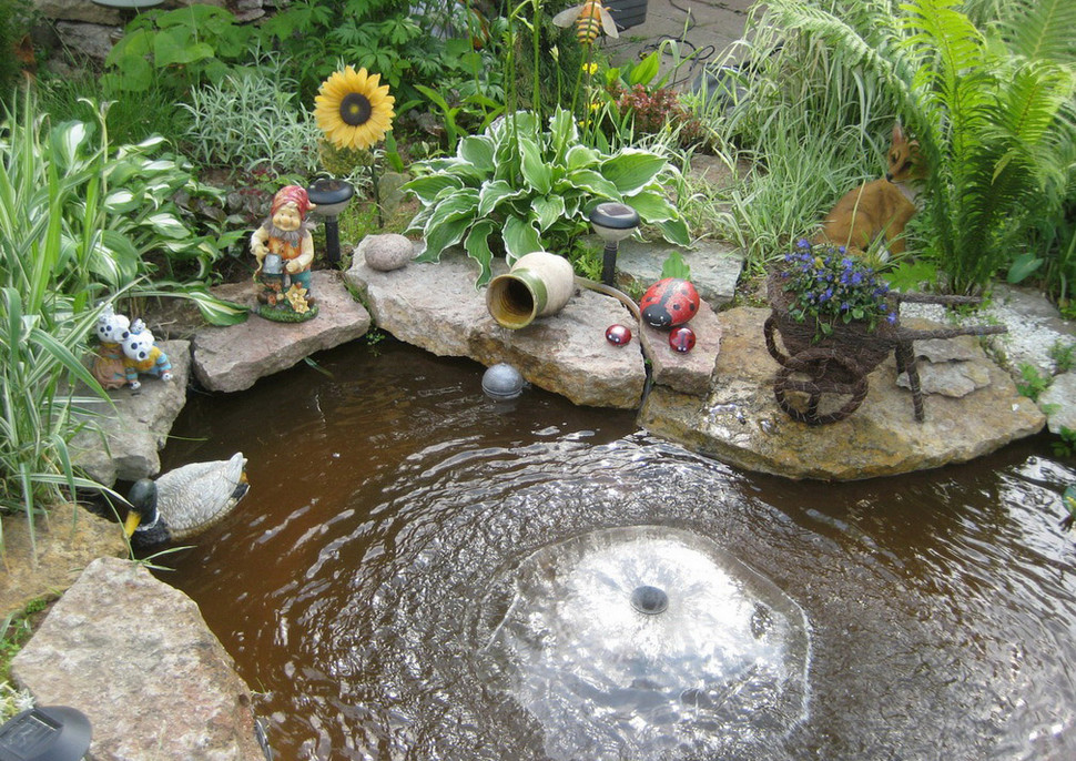 Simple diy water features pool design ideas for Simple koi pond
