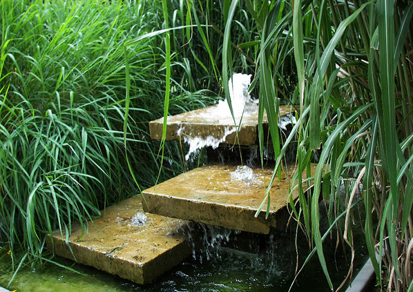 Water fountains for small ponds pool design ideas for Small pond fountains