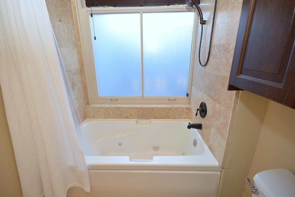 Jetted bathtub shower combo pool design ideas Shower tub combo with window